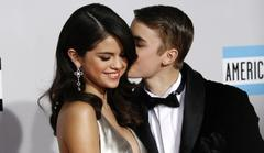 Justin Bieber And Selena Gomez PDA In Las Vegas, Hugs For Floyd Mayweathers Daughter